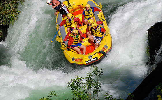 Interns rafting New Zealand Internships