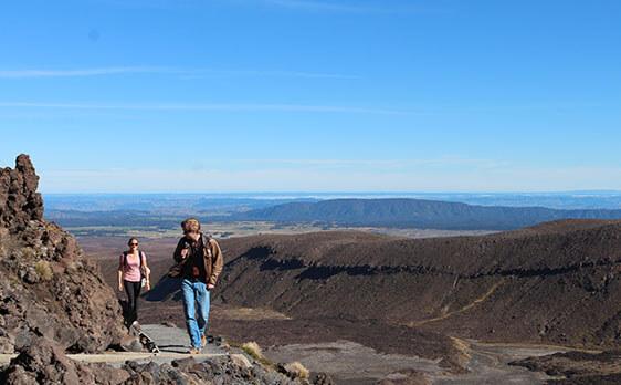 Hike Tongariro Crossing weekend trip New Zealand Intern